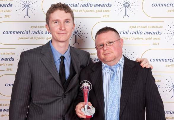 josh-and-jez-with-award